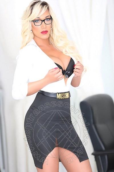 Penelope Hilton  L'AQUILA 3290921595